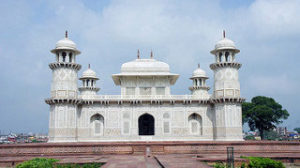 holiday-trip-india-agra